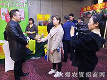 火爆网何总接受栖霞电视台采访!
