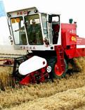 小麦收割机图片