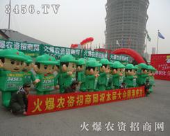 精神饱满的火爆绿色军装宣传队伍,一往无前