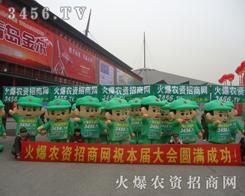 风华正茂的绿色军装宣传队伍从中脱颖而出